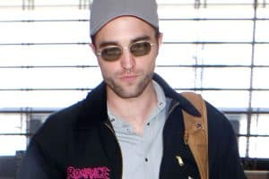 Robert Pattinson Nailed Airport Style Just In Time For Holiday Season
